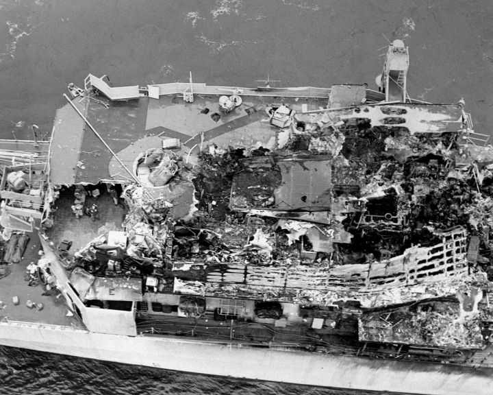 DN-SN-87-07295_USS_Belknap_damaged_superstructure_after_collision.JPEG